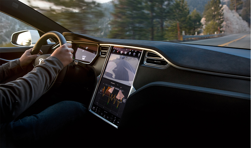 pr img Tesla Model S interieur (3)